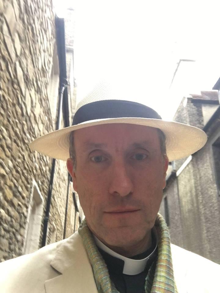 Andrew Hammond (Baritone) - Short Biography